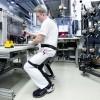 Chairless Chair fuer verbesserte Ergonomie in der Audi-Produktion